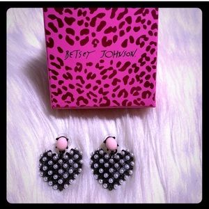 Betsey Johnson Heart Earrings 💗